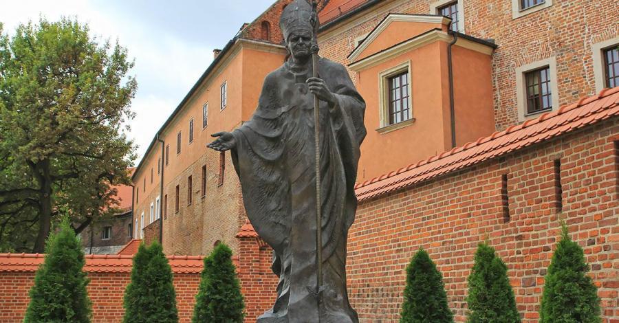 Pomnik Papieża Jana Pawła II na Wawelu w Krakowie, Anna Piernikarczyk