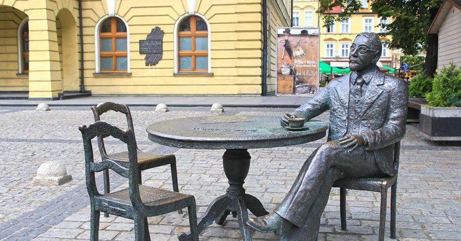 Stolik Burmistrza Rowińskiego w Ostrowie Wielkopolskim - zdjęcie