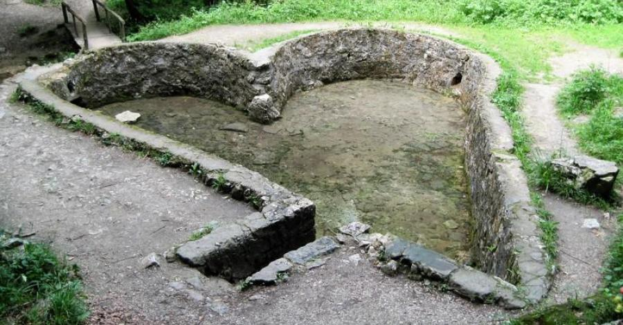 Źródło Św. Eliasza w Czernej - zdjęcie