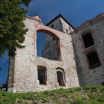 ruiny budynku mieszkalnego, przedbramia i wieży Nawojowej, Anna Piernikarczyk