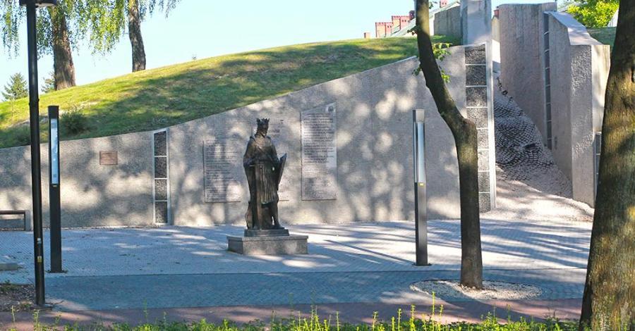 Pomnik Leszka Czarnego w Busku Zdroju - zdjęcie