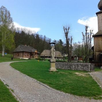 Skansen w Wygiełzowie i Zamek Lipowiec w Babicach - zdjęcie