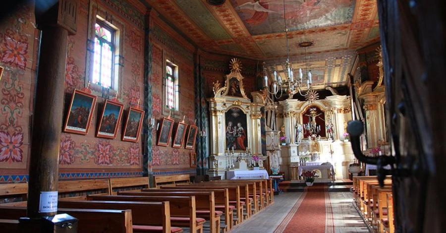 Drewniany kościół w Świniarach - zdjęcie