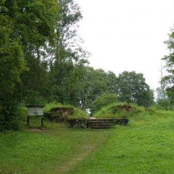 Ruiny dworu w Starej Hańczy - zdjęcie
