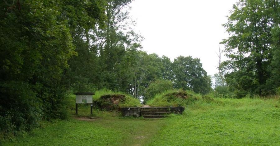 Ruiny dworu w Starej Hańczy