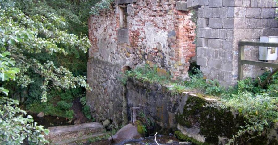 Ruiny młyna wodnego w Turtulu - zdjęcie