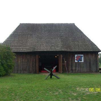 Drewniana stodoła w Janowcu