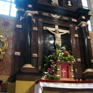 Święty Krzyż ołtarz z relikwiami Krzyża Świętego, Anna Piernikarczyk