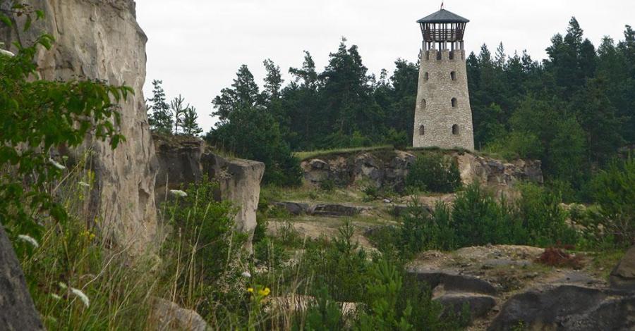 Kamieniołom i wieża widokowa w Józefowie Roztoczańskim - zdjęcie