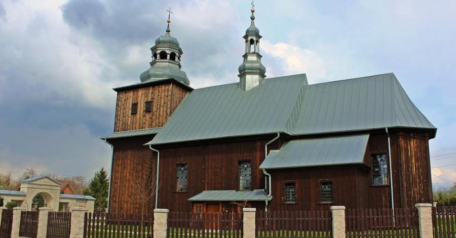 Drewniany kościół w Obiechowie - zdjęcie