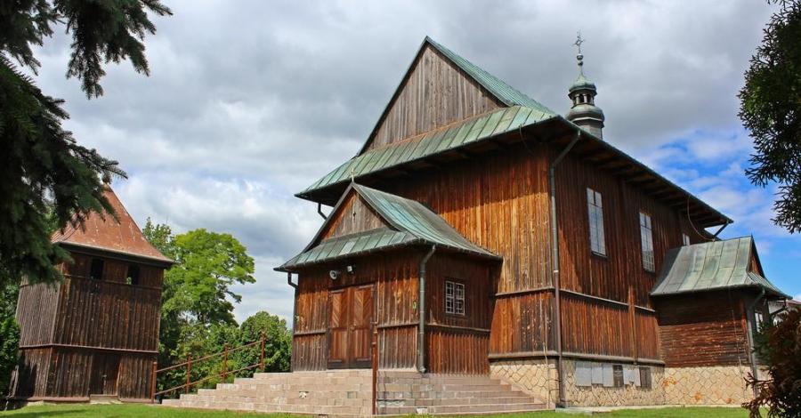 Drewniany kościół w Stradowie - zdjęcie