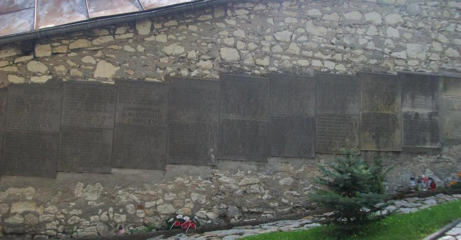 Pamiątkowe tablice w Kazimierzu Dolnym - zdjęcie