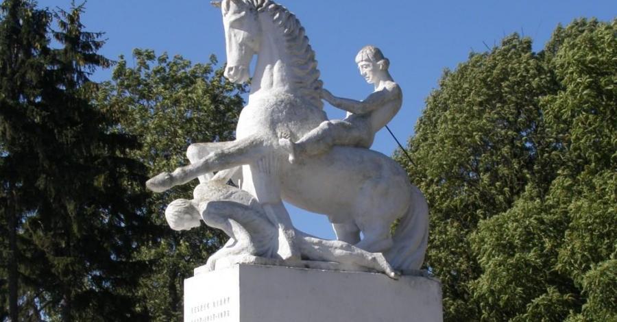 Pomnik Leszka Białego w Marcinkowie Górnym - zdjęcie