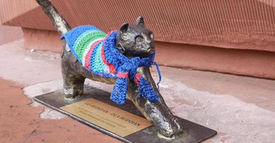 Rzeźby kota w Rudzie Śląskiej - zdjęcie