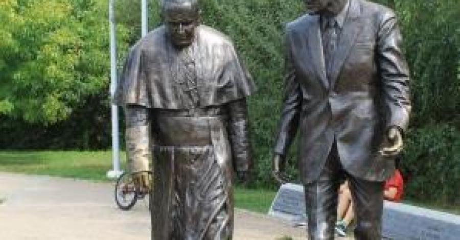 Pomnik Jana Pawła II i Ronalda Reagana w Gdańsku - zdjęcie