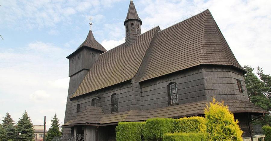 Drewniany kościół w Rybniku Wielopolu - zdjęcie