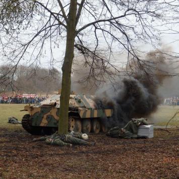 Poznań - Fort Winiary -Cytadela. Inscenizacja w rocznicę wyzwolenia miasta 23 lutego - zdjęcie