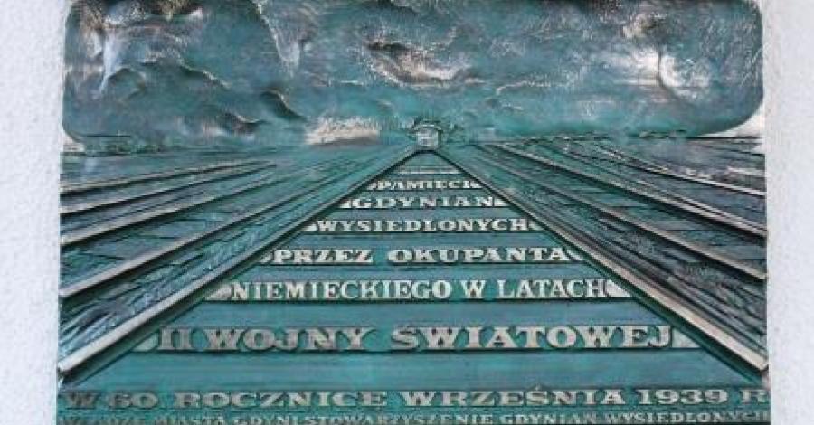 Tablica pamięci wysiedlonych mieszkańców Gdyni - zdjęcie