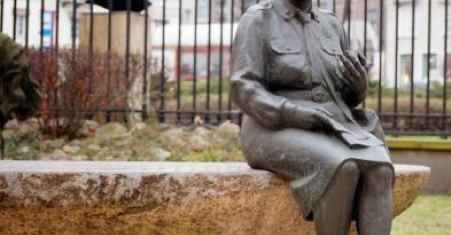 Pomnik Wandy Tazbir w Warszawie - zdjęcie
