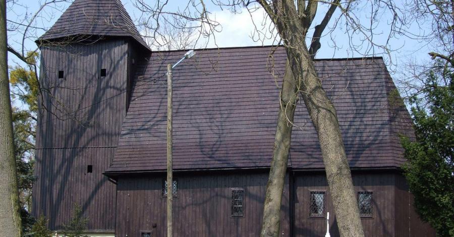 Drewniany kościół w Bąkowie - zdjęcie