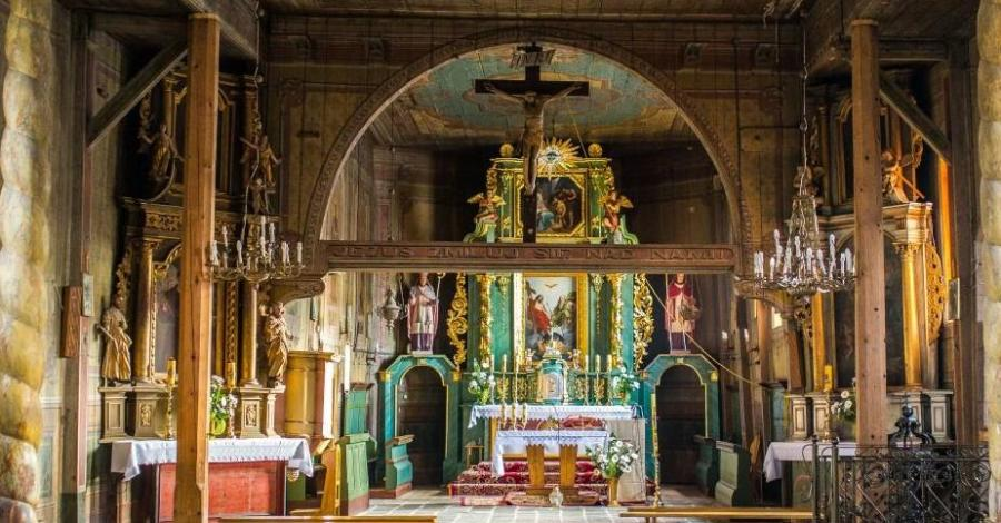 Drewniany kościół w Sobolowie - zdjęcie