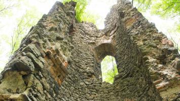 Romantyczne ruiny w Orzechu - zdjęcie