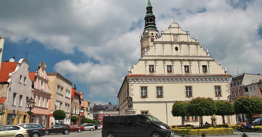 Ratusz w Głogówku - zdjęcie