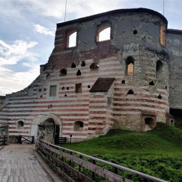 Malownicze ruiny w Janowcu