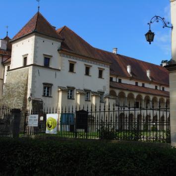 Sucha Beskidzka - zamek, park i rynek. - zdjęcie