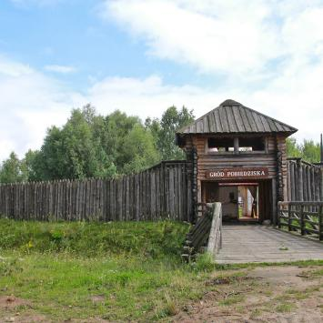 Szlak Piastowski - Pobiedziska: Gród, Skansen Miniatur i Rynek
