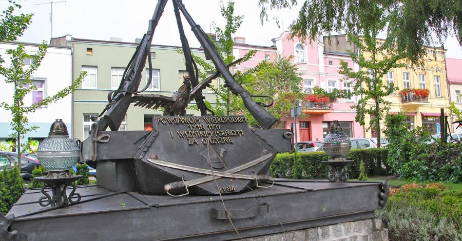 Pomnik Powstańców w Pobiedziskach - zdjęcie