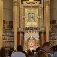 wnętrze bazyliki Mniejszej i Cudowny Obraz