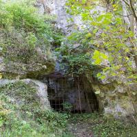 Skała Biśnik z jaskinią