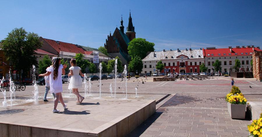 Fontanna na rynku w Olkuszu - zdjęcie