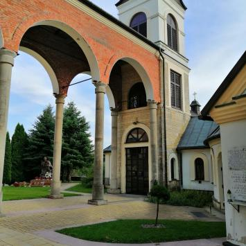 Sanktuarium Matki Bożej Różańcowej Królowej Rodzin w Ożarowie.