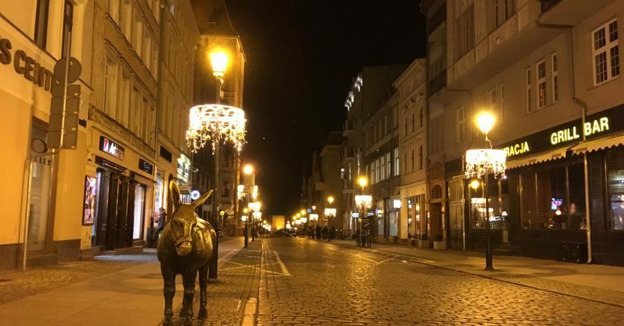 Wieczorową porą razy dwa, czyli nie brunet, a Toruń - zdjęcie