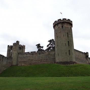 Warwick, czyli średniowieczny zamek w urokliwym miasteczku - zdjęcie