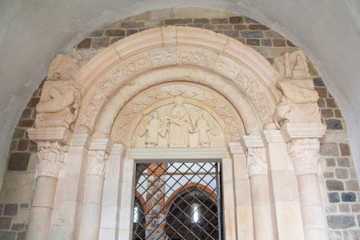 portal romański w kolegiacie