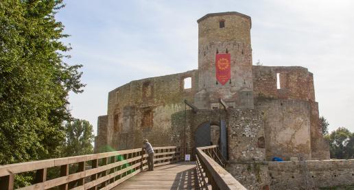 Znasz zamek w Siewierzu? Polecamy go na przyjemny spacer :) - zdjęcie