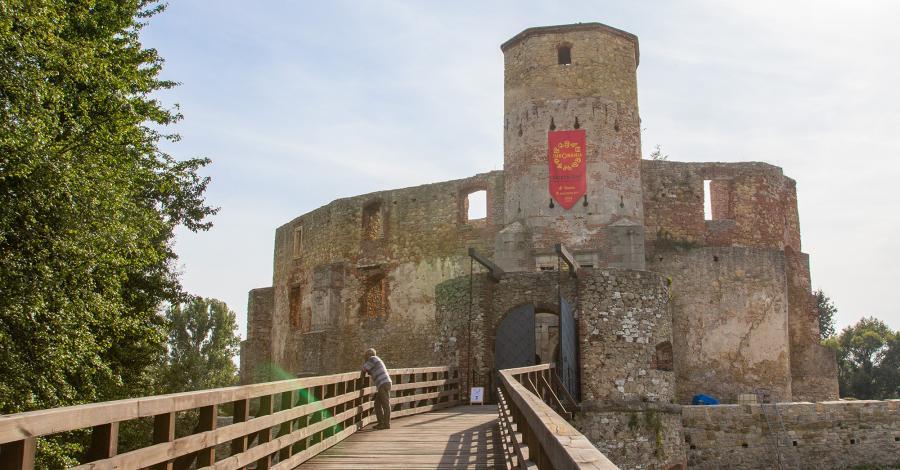 Siewierz - ruiny zamku na jurajskim szlaku - zdjęcie