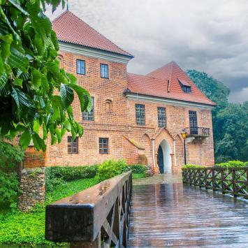 Deszczowy zamek w Oporowie - zdjęcie