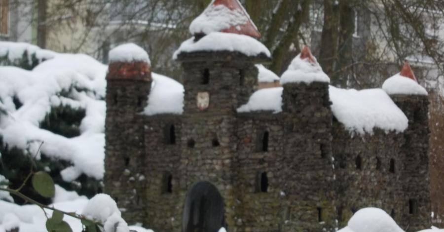 Zamek średniowieczny w Łodzi czyli bałwan Jasiek zrobiony w Karola - zdjęcie